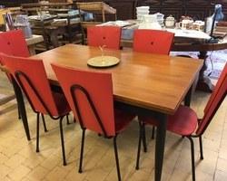 Table avec chaises